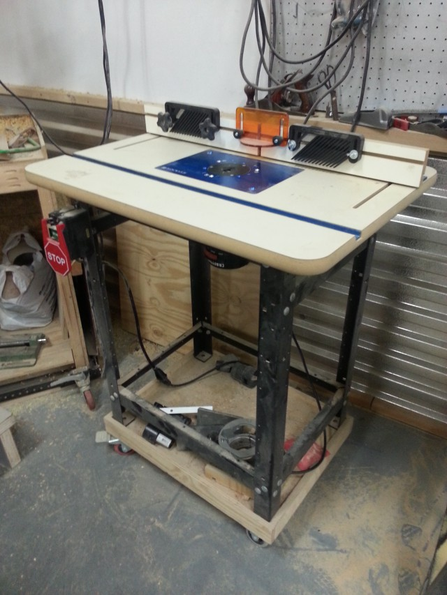 An overall pic of the router table.