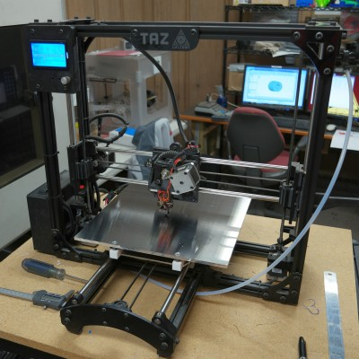 New bed plate and undercarriage mounted on the printer